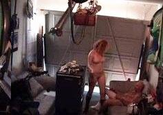Mulher gostosa fudendo na garagem