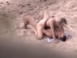 casal fudendo na praia